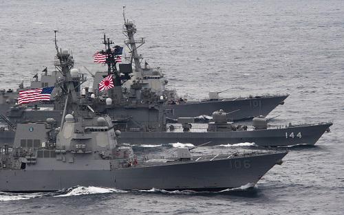Hải quân Nhật và Mỹ sẽ hợp tác ngày càng khăng khít hơn sau khi đạo luật an ninh mới của Nhật cho phép thực thi phòng vệ tập thể. Ảnh: US Navy