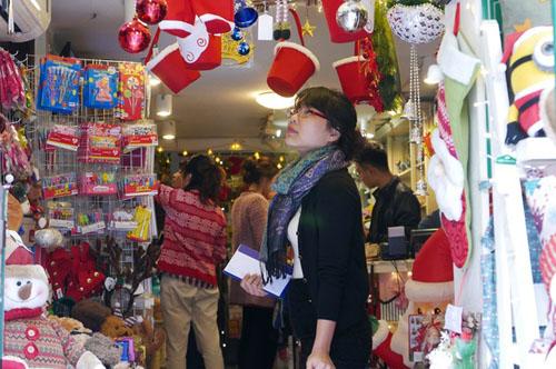 Hà Nội sẽ chuyển rét về đêm Giáng sinh, trong khi khu vực Nam Bộ thời tiết đẹp.