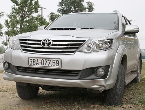 Ôtô 7 chỗ đang được tạm giữ tại Công an huyện Thạch Hà.
