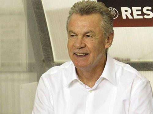 Hitzfeld khẳng định Zidane cần thời gian để có thêm kinh nghiệm dẫn dắt. Ảnh: Reuters
