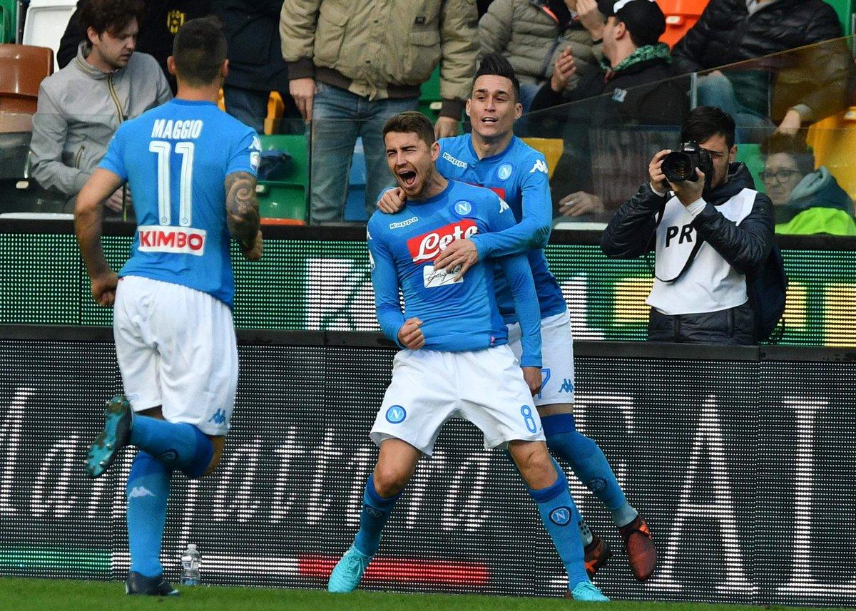 Napoli chiến thắng chiếm lại ngôi đầu