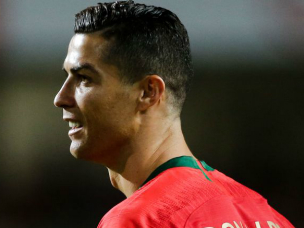 HLV Allegri thừa nhận Ronaldo khó có khả năng ra sân trận gặp Ajax