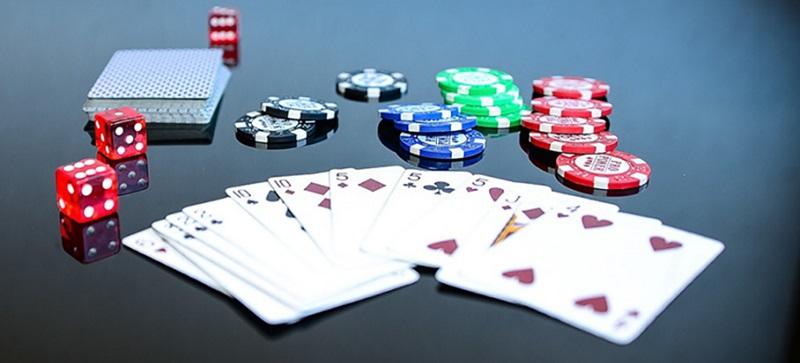 Mơ thấy đánh bài - Giải mã nằm mơ đánh bài đánh con gì